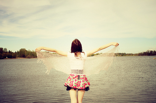 fashion-floral-girl-lake-water-www-ouredge-tumblr-com-favim-com-75352_large