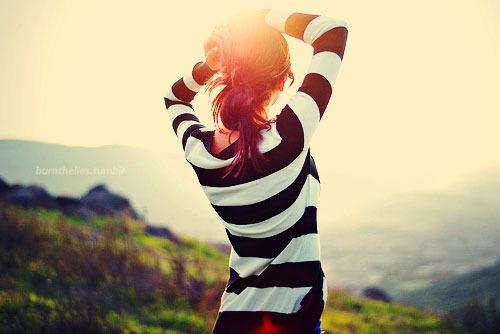 tumblr-girl-black-and-white-shirt_large